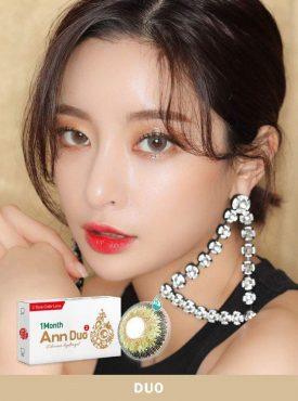 A Asian girl wears Ann365 Ann Duo Green colored contact lenses