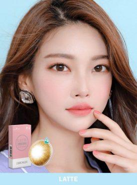 A Asian girl Ann365 Ann Latte brown colored contact lenses.