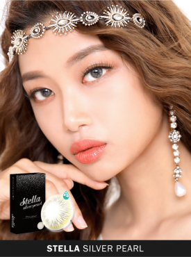 A Asian girl wears Ann365 Stella Siver Pearl Colored contact lens