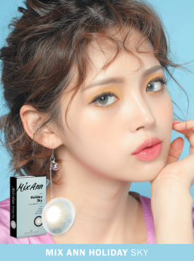 A Asian Girl wears Ann365 MIX ANN Holiday Sky Blue colored contact lenses.