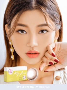 A Korean girl wears Ann365 MY ANN Only Brown Colored contact lens
