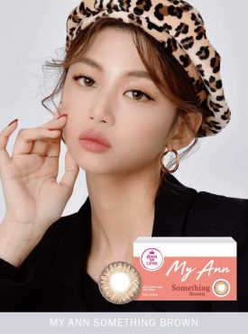A Asian Girl wears Ann365 MY ANN Something Brown Color contact lens