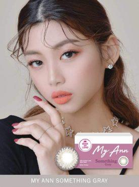 A Korean Girl wears Ann365 MY ANN Somthing Gray Color contact lens