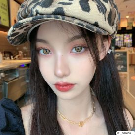 A Girl wears IDol lens CANNA ROZE OLIVE GREEN color contact lens