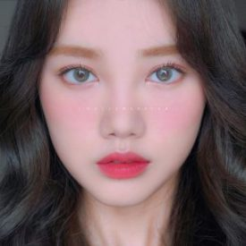 A Girl wears Idol lens ASIAN GRAY color contact lens