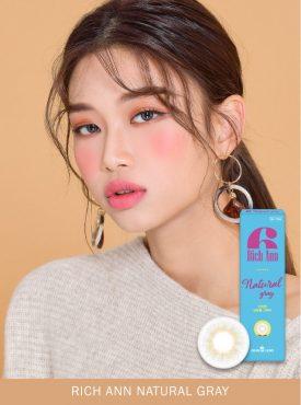 A Korean girl wears Ann365 Rich Ann Natural Gray Color contact lens