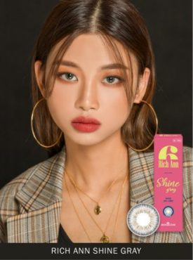 A Asian girl wears Ann365 Rich Ann Shine Gray color contact lens