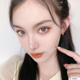 A Girl wears IDol lens CANNA ROZE NUDE BROWN AIRY color contact lens