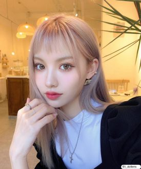 A Girl wears IDOL LENS CANNAROZE BEIGE BROWN 1-DAY color contact lens