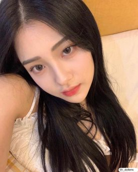 A Girl wears IDOL LENS MADE SKIN BEIGE color contact lens