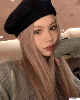 A Girl wears IDOL LENS NANAVIEW LAURA BROWN color contact lens